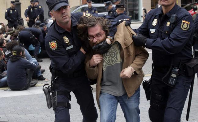 Los acusados de okupar La Madreña piden que se investigue a De Lorenzo
