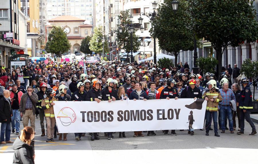 Multitudinaria concentración en Oviedo en memoria de Eloy Palacio