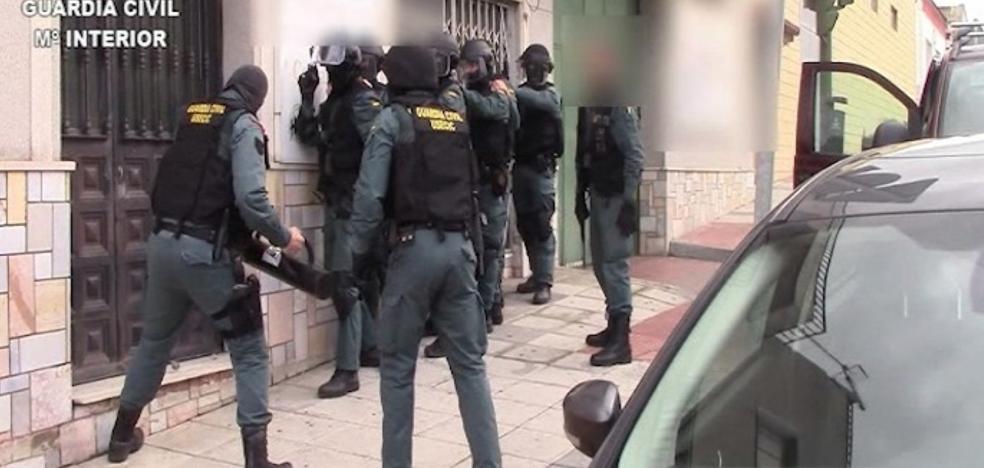 Tres asturianos detenidos por tráfico ilegal de angula que exportaban a Asia