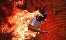 El joven en llamas, la historia detrás de la foto del año del World Press Photo