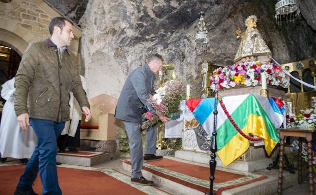 El CODIS realiza su ofrenda a la Santina