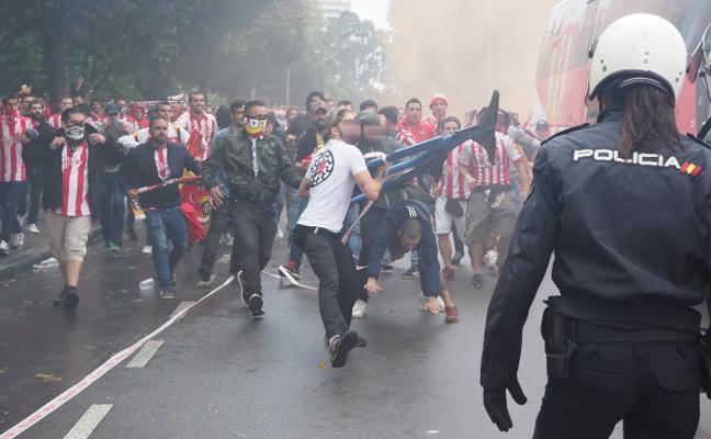 La Liga reprueba al Sporting por su reunión con ultras sancionados