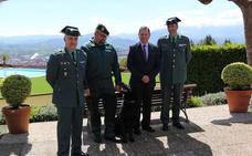 La Guardia Civil dona un pastor alemán al Centro Asturiano de Oviedo