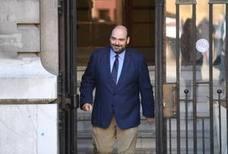 Caunedo denuncia que el tripartito lleva pagados un millón y medio de euros por servicios sin contrato