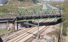 Suprimen tres trenes por una fuga de agua en La Manjoya