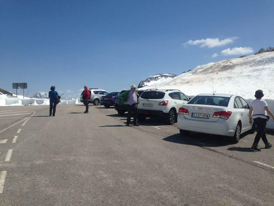 Vía libre para acceder al alto de La Farrapona, en Somiedo