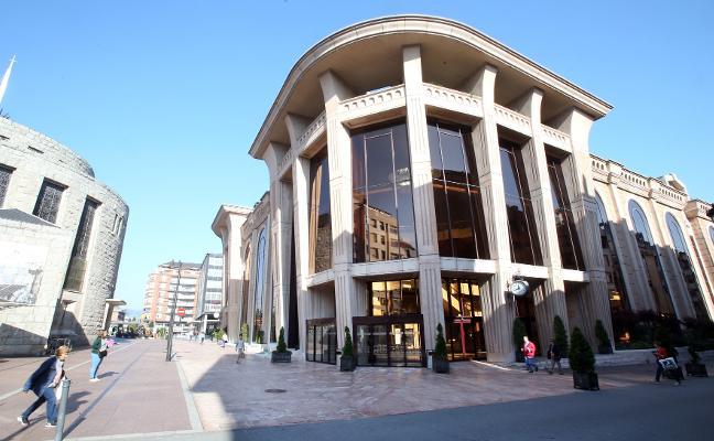 El alcalde achaca el alto número de 'contratos verbales' a la falta de personal