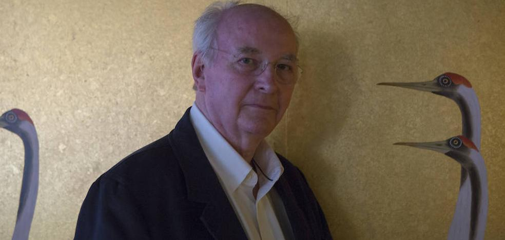 Philip Pullman: «Esperaba que los científicos no descubrieran qué era la materia oscura porque eso sería el final de mi historia»