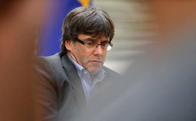 Puigdemont: «Censura y exilio son los dragones que han intentado malograrnos»