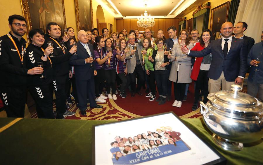 Gijón reconoce a las campeonas del Mavi