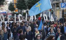Miles de personas se manifiestan en Oviedo para reclamar la oficialidad