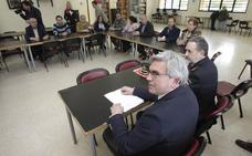 El Delegado de Gobierno se compromete a reforzar la presencia policial en Colloto
