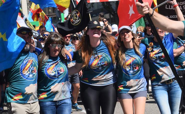 Miles de guardias civiles y policías exigen en Madrid un mayor aumento salarial