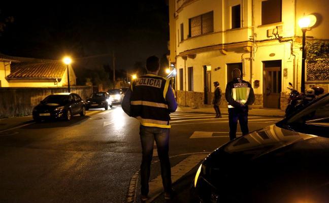 'Operación jaula' en Somió para combatir los robos de bandas en viviendas