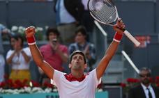 Djokovic vuelve por sus fueros en la tierra de Madrid
