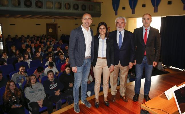 «Coincido con Javier Fernández en lo que dice sobre la oficialidad del asturiano»