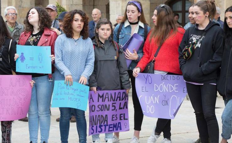 Los estudiantes de Avilés protestan por la sentencia de 'La Manada'