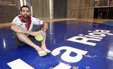 El asturiano Rubén Garabaya se retira del balonmano profesional