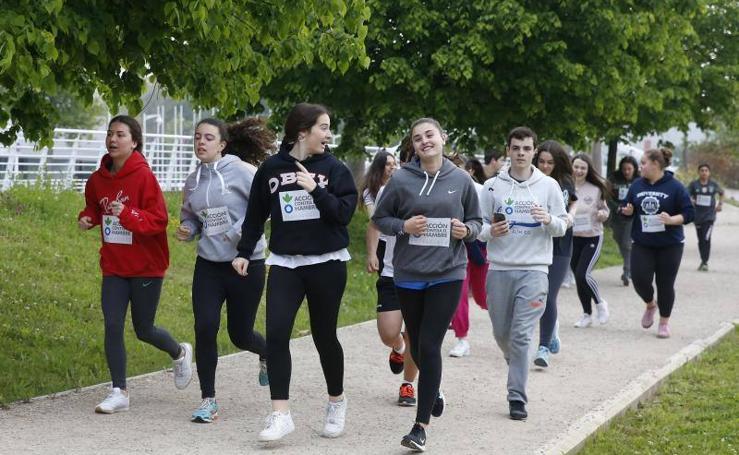 Cien alumnos del IES El Piles corren contra el hambre