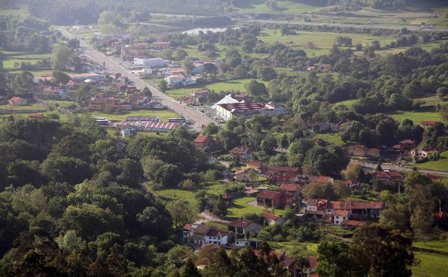 Un 59% de los pueblos de Llanes tienen más viviendas que vecinos