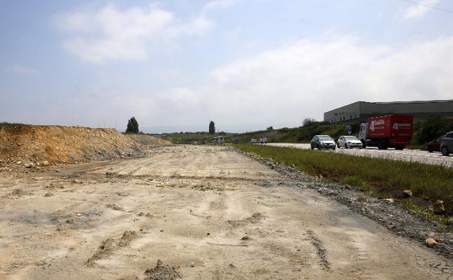 Políticos y empresarios apremian a Fomento a reactivar la autovía a El Musel