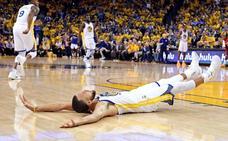 Curry anota 35 puntos y Warriors destrozan a los Rockets