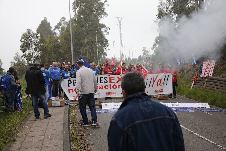 Concentración de funcionarios ante la cárcel de Asturias