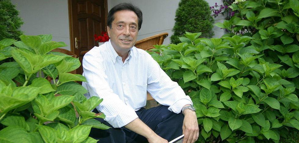 Rafa Sariego, el consejero de Sanidad enamorado del prerrománico y la Catedral
