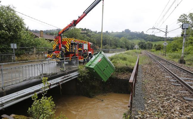 La intensa lluvia desborda el Pinzales y causa daños en Fontaciera y Sotiello