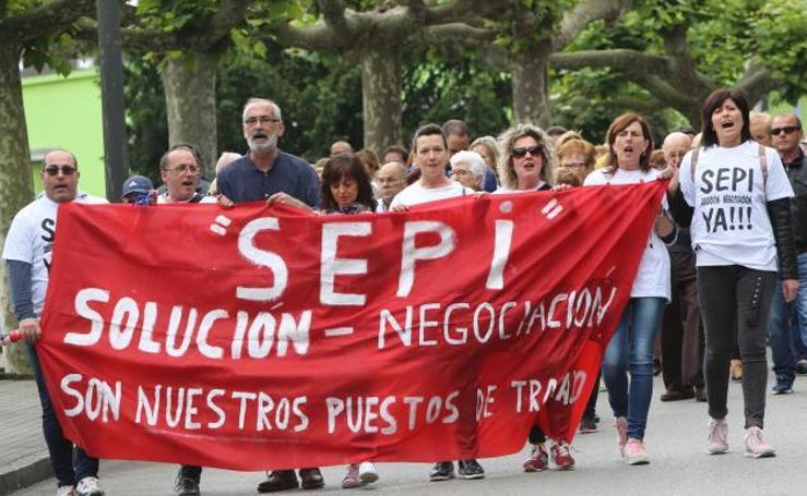 Manifestación en defensa del economato