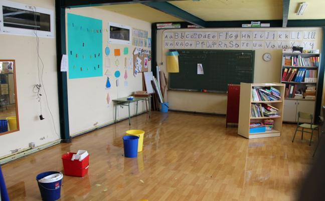 Ambiedes suspende las clases por la inundación de un aula