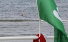 La alcaldesa de Gijón atribuye la sucesión de vertidos en la playa de San Lorenzo al exceso de lluvias