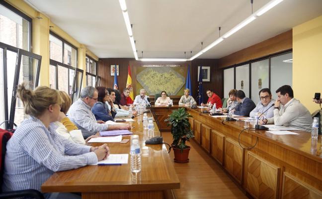 Llanera acuerda abrir la senda de la avenida de Pando que une Lugo con la autovía AS-II