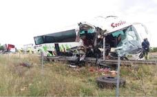Diez heridos en Toledo al chocar un autobús con un camión
