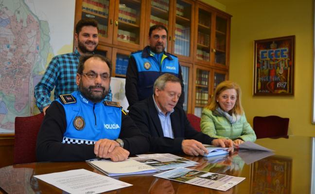 Noreña organiza una jornada pionera sobre tráfico para voluntarios de Protección Civil