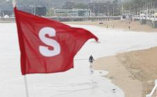 La playa de Gijón, bajo control «permanente»