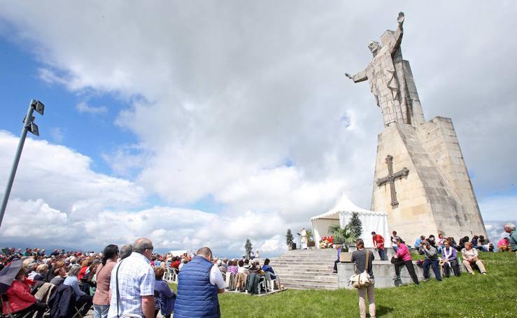 La jira al Sagrado Corazón, en el Monte Naranco