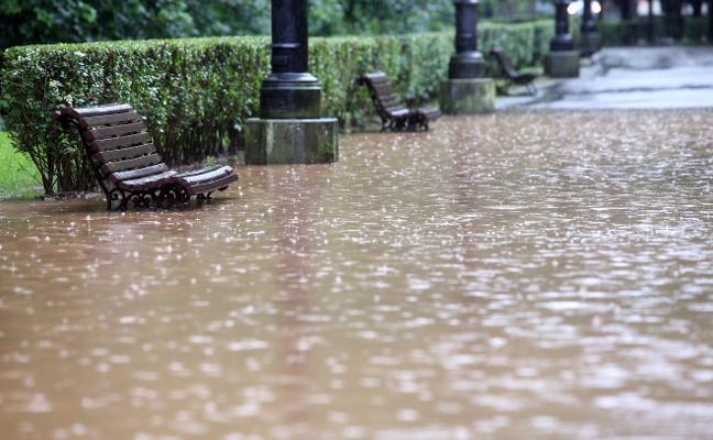 Medio centenar de viviendas cercadas por el agua en Ferreros