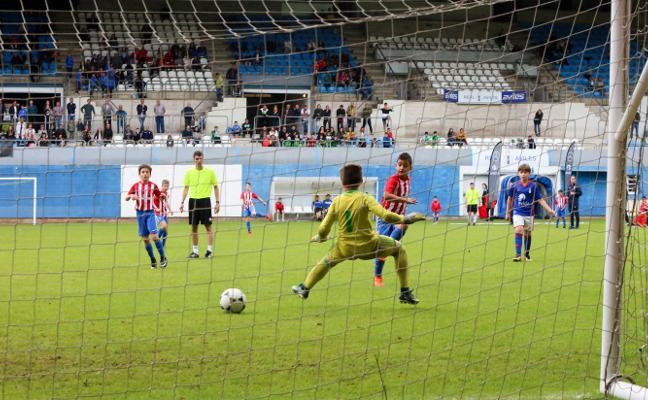 El Sporting supera al Oviedo en la final del torneo Villa de Avilés