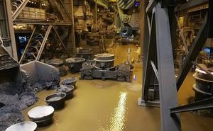 Una inundación en la acería de Arcelor en Avilés obliga a parar la planta y un horno alto