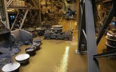La inundación en Arcelor obliga a parar la acería y los hornos de forma alterna varios días
