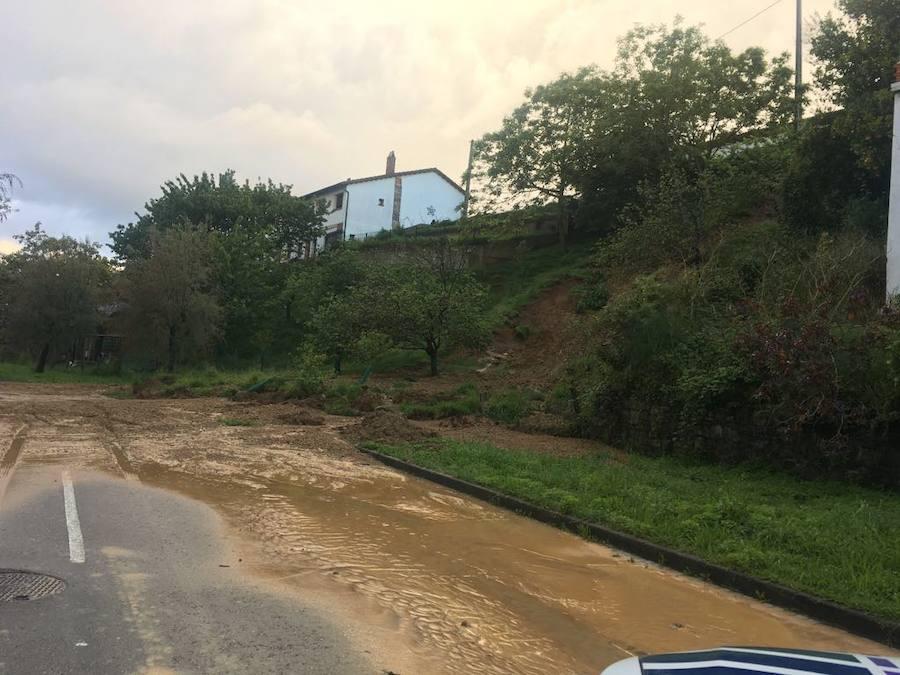 Múltiples argayos en Villaviciosa que a las carreteras del concejo