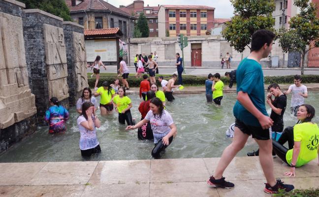Ciaño cierra sus fiestas del Corpus con una jira por las calles de la localidad
