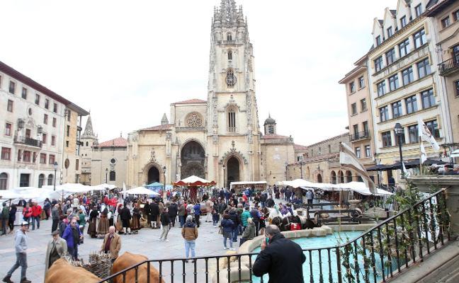 El primer mercado mensual de la plaza de la Catedral contará con cincuenta artesanos
