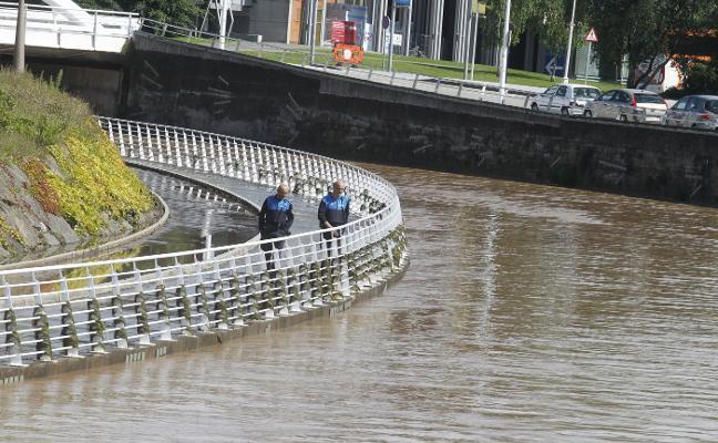 El temor a nuevas tormentas obliga a reforzar la Policía Local y los bomberos