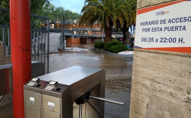 El Grupo amanece inundado por completo y cierra durante una hora