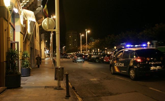 Herido un joven en la cabeza con un vaso roto en un pub de Gijón