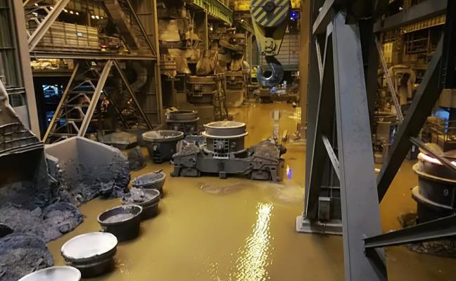 Una gran inundación obliga a Arcelor a parar la acería de Avilés durante «varios días»