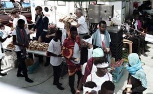 Oviedo se ofrece a prestar asistencia a los inmigrantes a bordo del 'Aquarius'