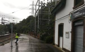 Muere un trabajador tras electrocutarse en la estación de tren de Linares, en Lena